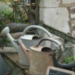 arrosoirs en zinc à la Brocante de la Pointe Minard de Chichée près de Chablis