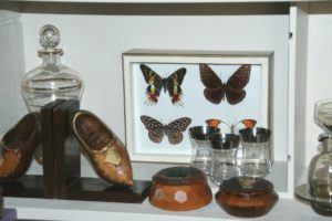 collections papillons, boîtes en bois, verrerie Brocante de la Pointe Minard