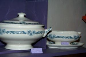 vaisselle Longchamp Brocante du Prieuré
