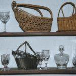 porte bouteilles, verres et carafes Brocante du Prieuré