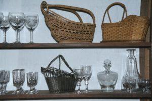 porte bouteilles, verres et carafes Brocante de la Pointe Minard