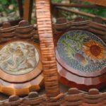 boîtes en fleur à la Brocante du Prieuré de Chichée, à deux pas de Chablis