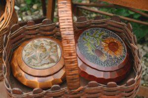 boîtes en fleur à la Brocante de la Pointe Minard de Plouézec, à deux pas de Paimpol