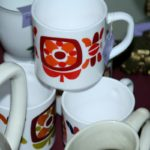 mug Mobil vintage à la Brocante de la Pointe Minard de Chichée, à deux pas de Chablis