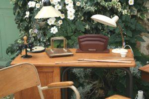 bureau vintage à la Brocante de la Pointe Minard à Chichée près de Chablis