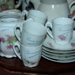 tasses à café Limoges Samaritaine à la Brocante de la Pointe Minard de Plouézec, près de Paimpol
