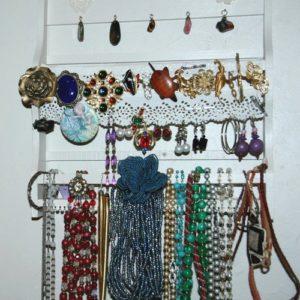 bijoux à la Brocante de la Pointe Minard de Plouézec, près de Paimpol