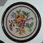 tableau brodé fleurs à la Brocante du Prieuré de Chichée près de Chablis