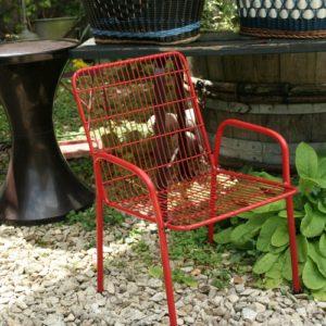 chaise enfant en métal à la Brocante de la Pointe Minard de Chichée près de Chablis