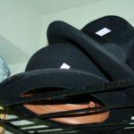 chapeau melon à la Brocante de la Pointe Minard de Plouézec, près de Paimpol