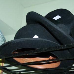 chapeau melon à la Brocante de la Pointe Minard de Chichée près de Chablis