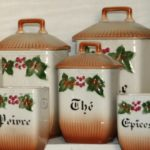 pots d'épices en faïence à la Brocante de la Pointe Minard