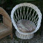 fauteuil pour enfant en rotin osier à la Brocante du Prieuré de Chichée près de Chablis