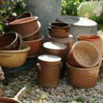 grès et pots à faisselle à la Brocante du Prieuré de Chichée près de Chablis