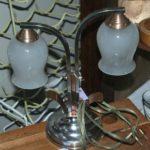 lampe tulipe à poser à la Brocante du Prieuré de Chichée près de Chablis