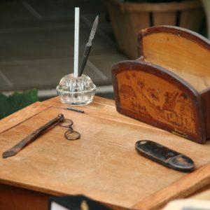 matériel de bureau vintage à la Brocante de la Pointe Minard de Plouézec, près de Paimpol