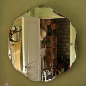 miroir rond forme fleur à la Brocante du Prieuré à Chichée près de Chablis