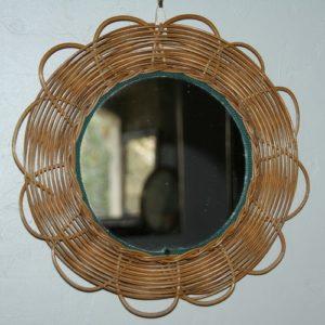 miroir rond vintage en osier à la Brocante de la Pointe Minard à Chichée près de Chablis