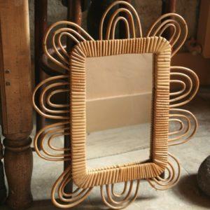 miroir en rotin vintage à la Brocante de la Pointe Minard à Plouézec, près de Paimpol