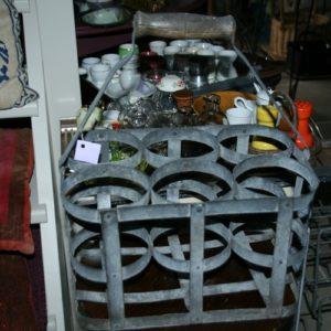 panier à bouteilles zinc vintage à la Brocante de la Pointe Minard de Plouézec, près de Paimpol