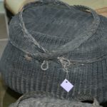panier bressan en osier noirci à la Brocante du Prieuré à Chichée près de Chablis