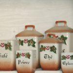 pots à épices à la Brocante de la Pointe Minard à Chichée près de Chablis