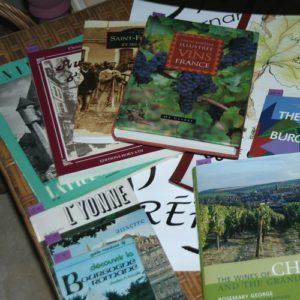 livres sur la Bourgogne, l'Yonne, le vin à la Brocante de la Pointe Minard à Plouézec, près de Paimpol