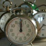 réveil ancien pour déco à la Brocante du Prieuré de Chichée près de Chablis