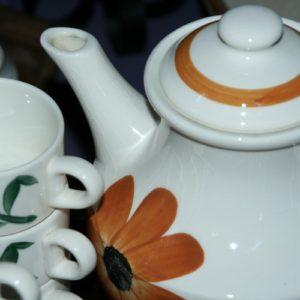 service à thé Gien à la Brocante de la Pointe Minard de Chichée près de Chablis