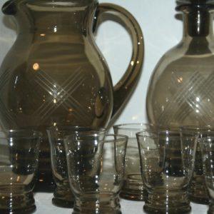 service apéritif en verre marron à la Brocante du Prieuré de Chichée près de Chablis