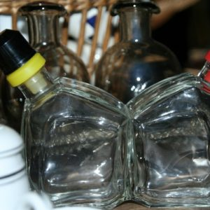serviteur huile vinaigre de la Brocante du Prieuré de Chichée près de Chablis