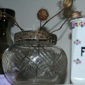 vase pique fleurs à la Brocante de la Pointe Minard à Chichée près de Chablis