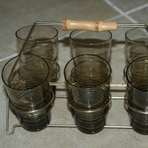 verres et porte verres en métal vintage à la Brocante de la Pointe Minard de Chichée près de Chablis