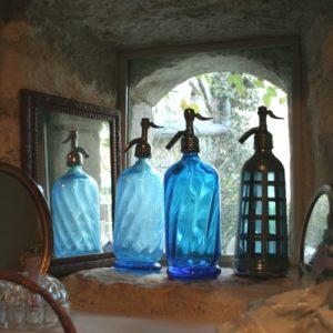 siphons à eau de Seltz à la Brocante du Prieuré de Chichée près de Chablis