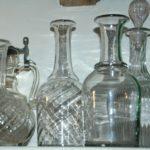 carafes anciennes à la Brocante du Prieuré de Chichée près de Chablis