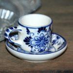 dinette tasse Delft à la Brocante du Prieuré de Chichée près de Chablis