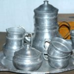 dinette aluminium à la Brocante du Prieuré de Chichée près de Chablis