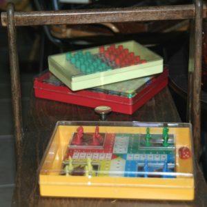 jeux de voyage vintage à la Brocante de la Pointe Minard de Plouézec, près de Paimpol