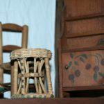 meubles de poupée à la Brocante du Prieuré de Chichée près de Chablis