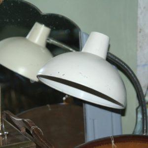 lampe de bureau vintage à la Brocante de la Pointe Minard de Chichée près de Chablis
